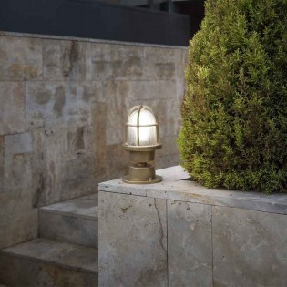 Ceiling flush light/Pedestal Outside Mauren